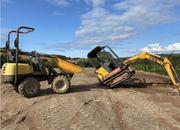 Bobcat x320 and lifton dumper